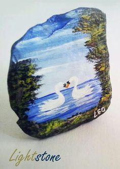 Tecnica de acrilico sobre roca, de 1.2cm de abcho por 2.3cm de altura.