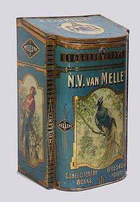 De in 1900 in het Zeeuwse Breskens begonnen snoepfabrikant Van Melle raakte al snel bekend vanwege zijn prachtig gedecoreerde winkelblikken waarin de toffee's werden bewaard.