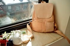 Dying over this YUE leather backpack that looks straight out of the European leather markets.