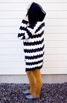 Tässä se nyt on ilmielävänä, viimeisen vuoden suurin neulontaoperaationi: pilvenreunalla yliannostettu pitkä neuletakki. Tätä on tehty... Diy Crochet, Knitting Projects, Diy And Crafts, My Style, Sweaters, How To Wear, Inspiration, Clothes, Knits