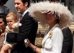 infanta Elena de España y Jaime de Marichalar y Saenz de Tejada con su hijo Froilán el 9 julio 1999