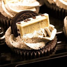 white chocolate and oreo cupcakes