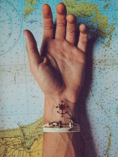 The Best Compass Tattoo Designs, Ideas and Images with meaning and drawings. Compass tattoos inspirations are beautiful for the forearm, wrist or back. Small Tattoos With Meaning, Cool Small Tattoos, Small Tattoos For Guys, Trendy Tattoos, Tattoos Ideas Men, Small Male Tattoos, Tattoos For Men Simple, Men With Tattoos, Meaning Tattoos