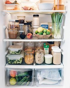 Swipe to see a crazy amount of labels 🙈 but I get asked often what is in all … Swipe to see a crazy amount of labels 🙈 but I get asked often what is in all of the containers in my fridge, so here ya go! 😉 — Not shown:… - Genius Pantry Organization Idea Refrigerator Organization, Recipe Organization, Pantry Organization, Organized Fridge, Fridge Storage, Kitchen Pantry, Kitchen Decor, Healthy Fridge, Küchen Design
