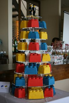 Most amazing lego cake. how cute would this be for a little boy's birthday? Little friends could just grab a lego :) Lego Torte, Lego Cake, Lego Birthday Party, Boy Birthday, Birthday Ideas, Birthday Cakes, Cupcakes, Cupcake Cakes, Recipe For Teens