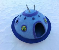 Luxury cat house UFO Flying saucer. Cat Nap Cocoon. Cat cave bed. Sleep Vessel. Hand Felted wool cat house.