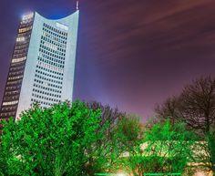 Leipzig bei Nacht #leipzigleuchtet #leipzigerlichter #lightart #lightpainting #panoramatower #thisisleipzig #leipzigliebe #leipzigcity #leipzigtravel #ig_leipzig #night #longexposure