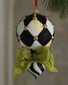 Black Christmas, All Things Christmas, Christmas Holidays, Christmas Baubles, Christmas Tree Ornaments, Christmas Wreaths, Mackenzie Childs Inspired, Christmas Inspiration, Xmas Decorations