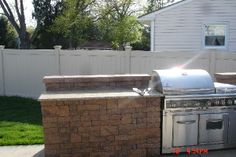 retaining wall bbq island Bbq Island, Bar Grill, Outdoor Decor, Wall, Kitchen, Ideas, Home Decor, Cooking, Decoration Home