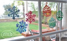 Simple Christmas Window Clings are such a quick and easy project for kids! Great way to decorate, too. Don't miss the free printable that's included!
