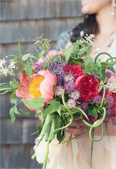 organic and whimsical summer wedding bouquet #weddingbouquet