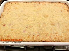 These are sensational bar-type cookies with a homemade peach pie filling in the middle! This one has a shortbread-like crust and streusel topping. Great dessert for summer holiday fun when peaches are in season. Peach Cobbler Bars, Peach Pie Bars, Peach Pie Filling, Great Desserts, Summer Desserts, Cake Recipes, Dessert Recipes, B Recipe, Pastry Blender