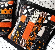 Piece together several of these Scrapbusting Strip Pieced Halloween Pillows to use up holiday fabric from other Halloween sewing patterns. These free patchwork pillow patterns will make it easy and inexpensive to decorate your house for Halloween! Halloween Pillows, Halloween Quilts, Halloween Projects, Halloween Crafts, Halloween Ideas, Halloween Stuff, Halloween Magic, Halloween Table, Fall Projects