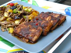 Knuspriger Tofu mit Sobanudelsalat - Gourmandes Abendessen ist sterneverdächtig