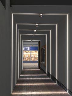 Diseño de Design Dean Skira para @iguzzini | Firma disponible en Innova | #Iluminación #Líneas #Outdoor