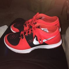Nike tennies shoes Only worn like 3 times still look brand new i just never wear them. Mens size 8.5 make offer Nike Shoes Athletic Shoes