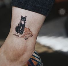 Cats are awesome- that is the reason the cat tattoos are as well. So, here are the best 125 cat tattoos that you could ever get. Future Tattoos, Love Tattoos, Beautiful Tattoos, Body Art Tattoos, Small Tattoos, Tatoos, Cat Tattoo Designs, Design Tattoo, 4 Tattoo