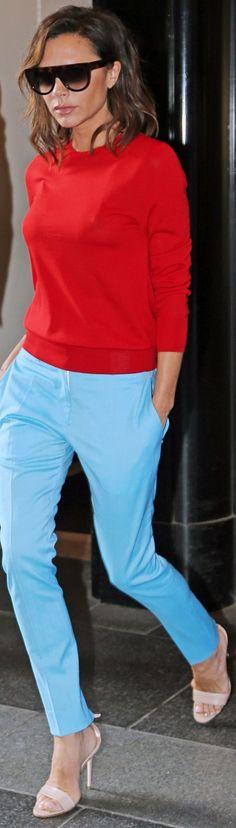 45 Looks com Calça da Victoria Beckham - Gabi May - - Moda Victoria Beckham, Victoria Beckham Outfits, Victoria Beckham Style, Victoria Beckham Clothing, Victoria Beckham Fashion, Blue Trousers Outfit, Trouser Outfits, Casual Outfits, Fashion Outfits