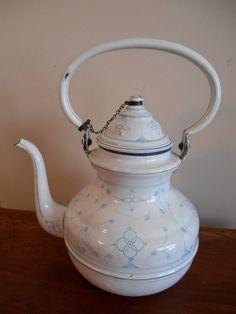Fabulous Antique Enamelware Coffee Tea pot French? 1913 Patterned Graniteware | eBay Enamel Teapot, Enamel Ware, Shabby Chic Antiques, French Antiques, Teapots And Cups, Teacups, Antique Stove, Retro Kitchen Decor, Vintage Enamelware