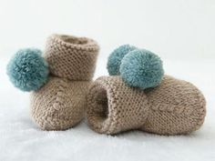 Baby Booties Knitting Pattern, Knitted Booties, Baby Hats Knitting, Knitting For Kids, Knitting Socks, Knitting Patterns, Baby Slippers, Crochet Slippers, Diy Crochet