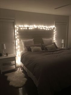 Dream Rooms Bedroom Goals - Decoration Home Cute Bedroom Ideas, Cute Room Decor, Teen Room Decor, Bedroom Inspo, Room Decor Bedroom, Home Bedroom, Bedrooms, Bedroom Lighting, Teen Bedroom