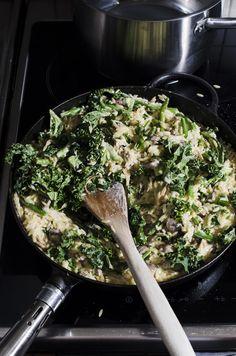 Risoni med krämig grönkål, harrysar och svamp Black Cook, Sugar Cravings, Greens Recipe, Easy Healthy Recipes, Healthy Food, Dinner Tonight, Risotto, Veggies, Food And Drink