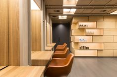 The design of the salon is conceived as a spatial sequence that resonates into the surrounding precinct, allowing the user to enjoy a heightened awareness of the environment.