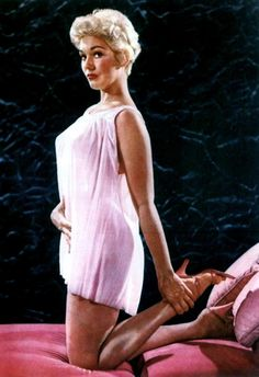 Kim Novak in adorable sheer babydoll and the embodiment of everything that made Hollywood difficult for her. Vintage Hollywood, Hollywood Glamour, Hollywood Stars, Hollywood Actresses, Classic Hollywood, Hollywood Picture, Classic Actresses, Female Actresses, Beautiful Actresses