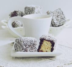Prajitura Lamingtons-Prajitura Tavalita Sweets Recipes, Bowl Set, Deserts, Food And Drink, Sugar, Tableware, Cake, Kitchenaid, Romania