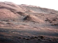 WOW! Curiosity Rover Sends Back High Resolution Colored Picture Of Mars - DesignTAXI.com