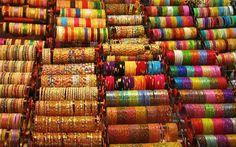 India  Adornos de todas as cores.