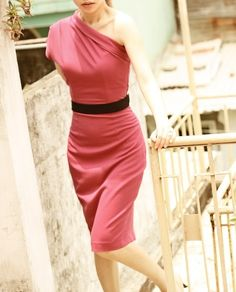 i loooove one-shoulder dresses, and I love this colour!