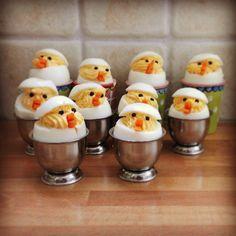 Deze 'gevulde eieren' paaskuikens kan je eigenlijk niet overslaan tijdens de paasbrunch. Ga jij ze maken? Cute Food, Yummy Food, Good Food, Typical Dutch Food, Tapas, Enjoy Your Meal, Western Food, Dutch Recipes, Pureed Food Recipes