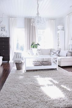 Nice and white Home Living Room, Living Room Designs, Living Room Decor, Living Spaces, White Rooms, White Decor, Cheap Home Decor, Ideal Home, Home Interior Design