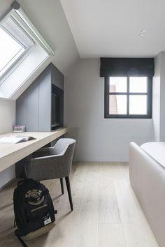 Small Loft Spaces, Small Attic Room, Attic Spaces, Small Space Living, Upstairs Bedroom, Attic Bedrooms, Loft Room, Bedroom Loft, Cute Bedroom Decor