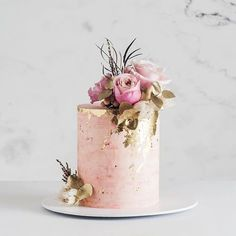 Were in love with this gorgeous rose quartz cake design from & (plus fab fleurs from Wedding Day Wedding Planner Your Big Day Weddings Wedding Dresses Wedding bells Pretty Cakes, Beautiful Cakes, Elegant Birthday Cakes, Cake Birthday, Single Tier Cake, Tall Cakes, Fresh Flower Cake, Engagement Cakes, Amazing Wedding Cakes