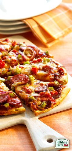 We know the feeling! Change up pizza night with some help from Hillshire Farm® Smoked Sausage! Get the recipe for our Barbecue Smoked Sausage Pizza here! Sausage Recipes, Pizza Recipes, Dinner Recipes, Cooking Recipes, Great Recipes, Favorite Recipes, Stromboli, Meals, Dinners