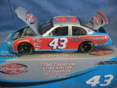 Action Collectibles 1:24 Scale Die-Cast Richard Petty #43 The Victory Lap 7X Champ '03 Dodge Replica
