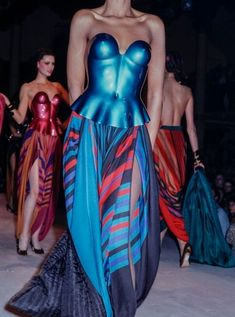 The Fashion of His Love - Issey Miyake Fall 1980 Only Fashion, High Fashion, Fashion Show, Fashion Outfits, Fashion Design, Runway Fashion, Fashion Beauty, Womens Fashion, Conceptual Fashion