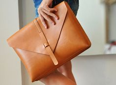 portfolio clutch in brown leather - absolutely.