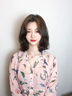 Pin on Hair cut ideas Pin on Hair cut ideas Medium Hair Cuts, Medium Hair Styles, Short Hair Styles, Korean Hairstyle Long, Korean Hairstyles, Instyle Magazine, Asian Hair, Cool Hair Color, Ulzzang Girl
