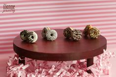 Ilianne | Jewelry Made of Love - Chocolate with Crumbs Donuts Love Chocolate, Donuts, Studs, Jewelry Making, Stud Earrings, Home Decor, Frost Donuts, Decoration Home, Beignets