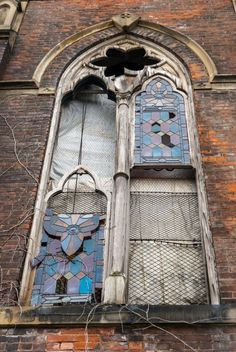 Abandoned church in Cincinnati, Ohio. Oh, those poor, beautiful stained glass windows! Abandoned Buildings, Abandoned Mansions, Old Buildings, Abandoned Places, Abandoned Castles, Haunted Places, Cincinnati, Church Windows, Old Houses