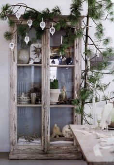 shabby chic Christmas decoration. Via When Decorating