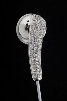 Amosu Couture Offers Swarovski Crystal Apple Headphones