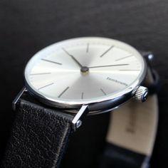 Reloj clásico de caballero que rinde homenage a la memoria de D. Cesare Battaglini http://www.tutunca.es/reloj-clasico-cesare-lambretta-acero#