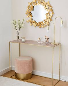 Velvet stool Harlow Small but so powerful! This soft velvet stool instantly transforms any room into a luxury lounge. Home Office Decor, Entryway Decor, Gold Home Decor, Interior Office, Living Room Decor, Bedroom Decor, Interiors Online, Interior Decorating, Interior Design
