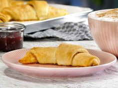 Apple and cinnamon croissants - that& how it works - Backen - Croissants, Soul Food, Food To Make, Cinnamon, Food And Drink, Bread, Ethnic Recipes, Puffer, Foodies