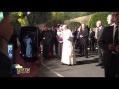 VIDEO: El Papa rompe protocolo en México y sale de la Nunciatura para rezar con los fieles
