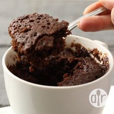 This is my own version of the chocolate microwave mug cake. This chocolaty fudgy treat is truly decadent and great for nights when I need a yummy dessert that is ready in less than 10 minutes! Chocolate chips make this recipe even better. Nutella Cookie, Microwave Chocolate Mug Cake, Mug Cake Microwave, Chocolate Mug Cakes, Chocolate Chips, Nutella Brownies, Flourless Chocolate, Mug Brownies, Quick Chocolate Desserts